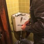トイレ解体作業!